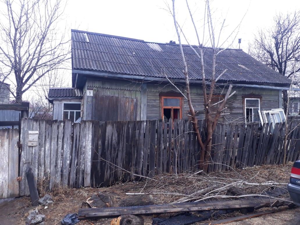 Неизвестного поджигателя, проникшего в дом через окно, разыскивают в п.Николаевка