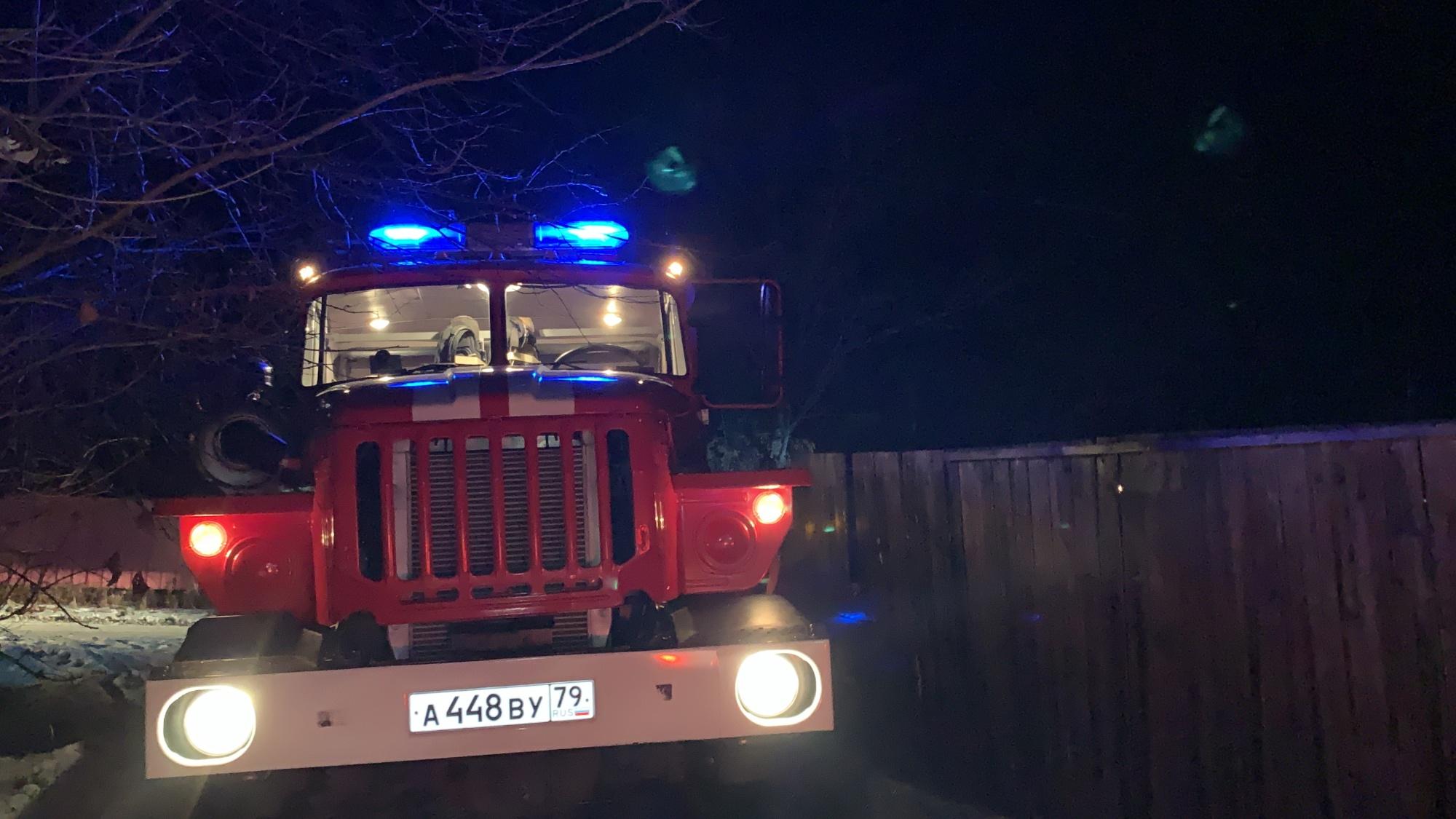 Возможный поджог расследуют пожарные инспекторы в Ленинском районе