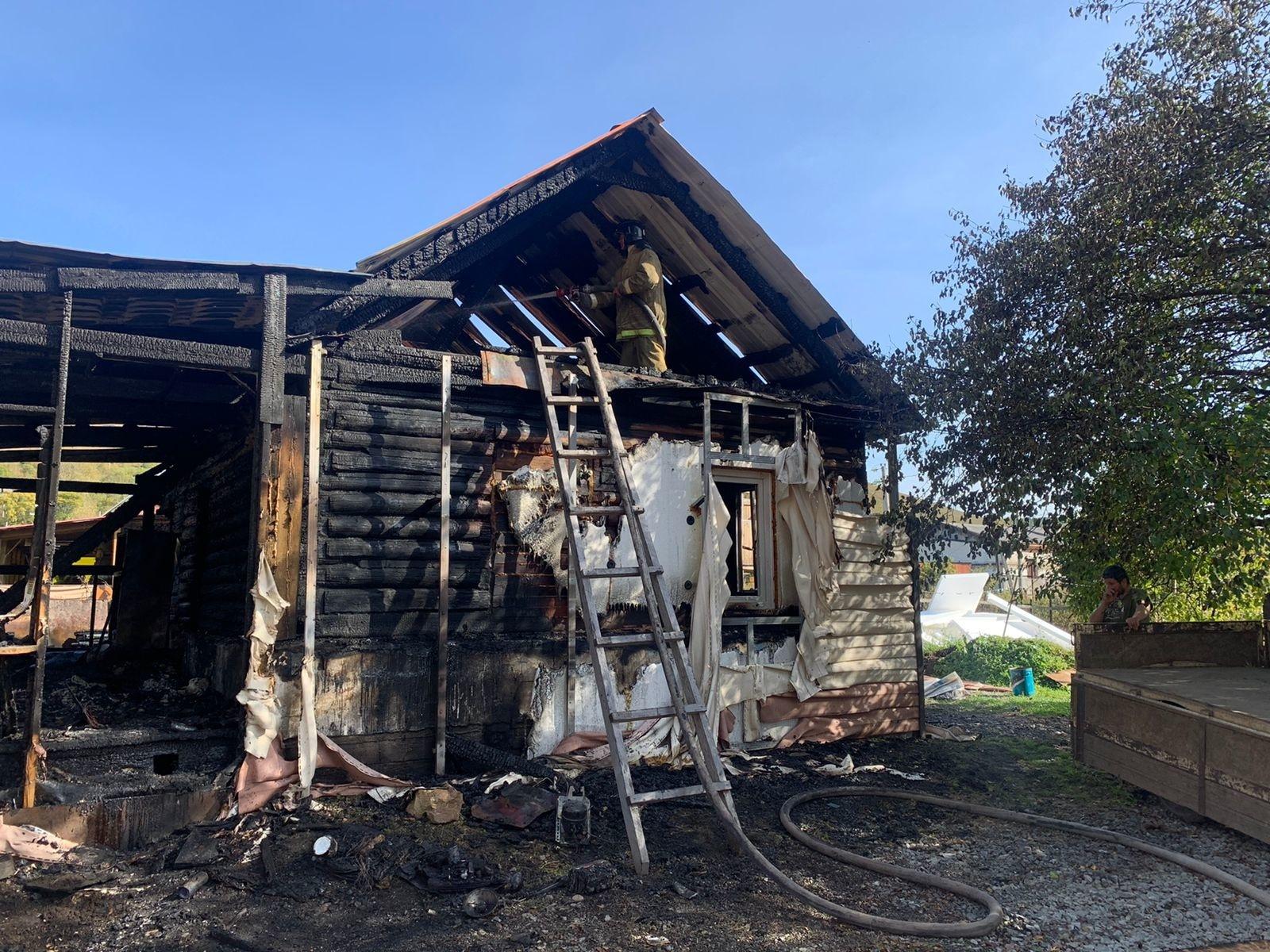 В считанные минуты в Облучье сгорел дом, где живёт многодетная семья